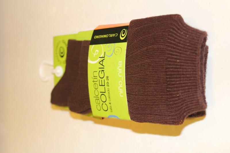 Calcetín colegial canalé, Color Marrón, PACK DE 2 PARES. - PACK DE 2 PARES de calcetines de canalé. Composición 80% Algodón.  No hacen bolas. Se recomienda lavar del revés.  ¡¡ CADA PAR TE SALE A 1 €!!